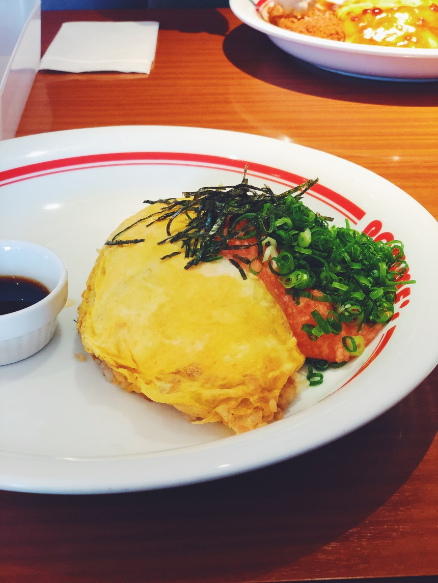 japanese omurice with fish roe and seaweed
